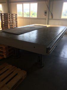 Ipari gépasztal szállítása
